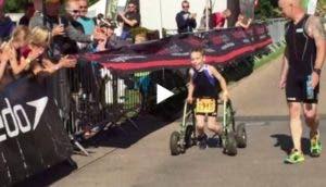 nino-paralisis-gana-triatlon