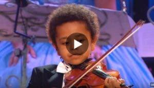 pequeno-violinista-impresionante
