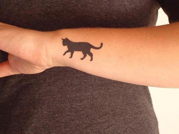 tatuaje minimalista de gatos10