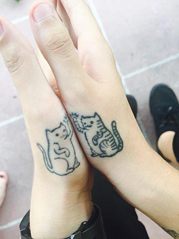 tatuaje minimalista de gatos20