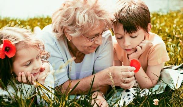 abuelos-nietos-juego