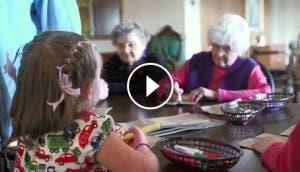present-perfect-cortometraje-bebes-ancianos-juntos-vivir-felices