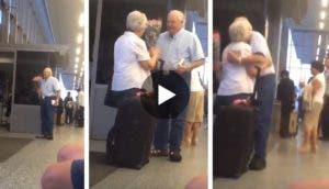 reencuentro-abuelos-aeropuerto
