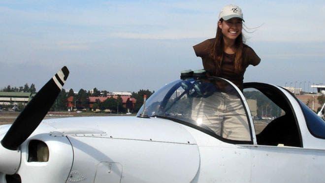 mujer-piloto-sin-brazos5