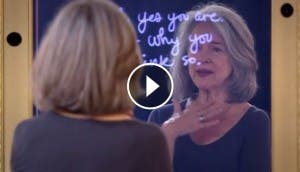 mujeres-miran-espejo-mejorar-autoestima-aceptacion