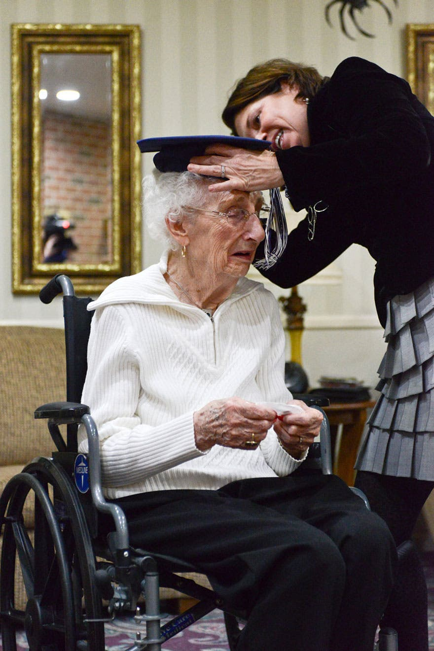 abuela-de-97-se-gradua-de-secundaria2