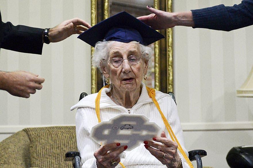 abuela-de-97-se-gradua-de-secundaria7