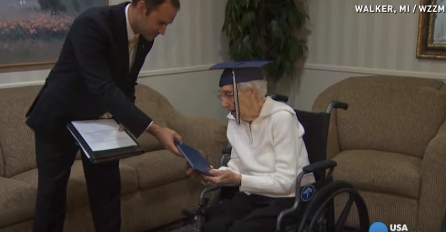 abuela-de-97-se-gradua-de-secundaria8