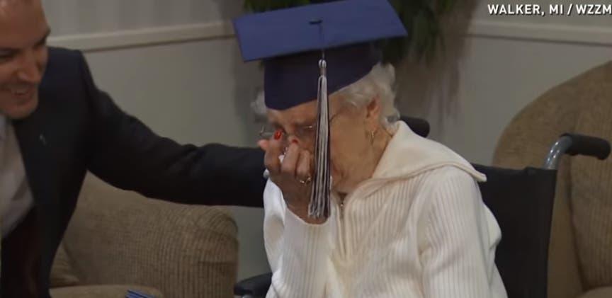 abuela-de-97-se-gradua-de-secundaria9
