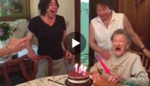 abuelita-soplando-velas