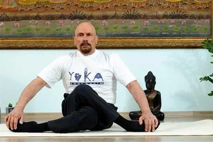 instructor-yoga-turco-que-aparenta-la mitad-de-su-edad4
