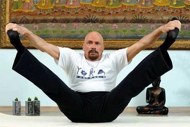 instructor-yoga-turco-que-aparenta-la mitad-de-su-edad5