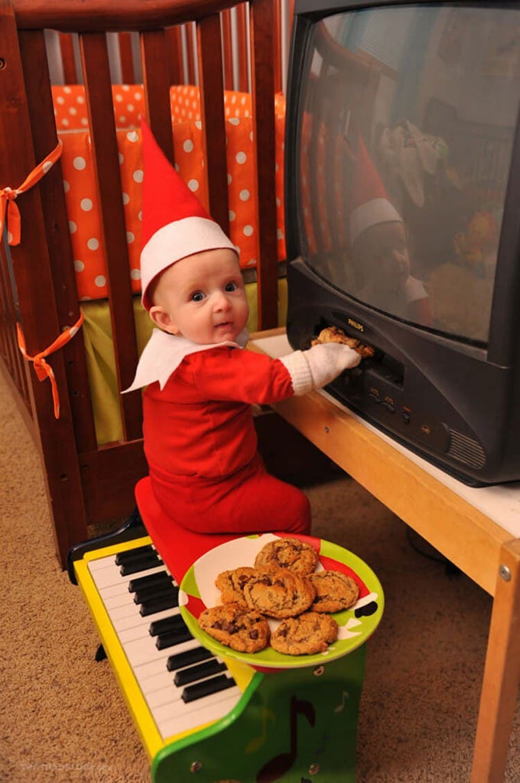 bebe-elfo-fotos-divertidas-con-su-papa9