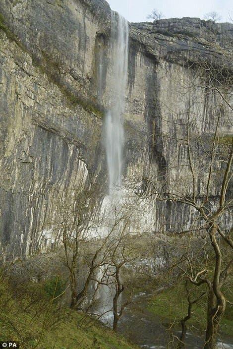 La cascada más alta del Reino Unido vuelve a fluir después de 200 años ¡Es maravilloso!