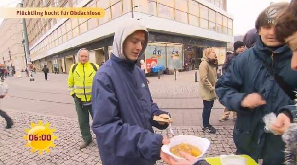 hombre-sirio-alimenta-a-personas-sin-hogar1 - copia