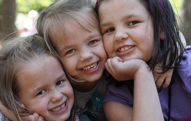 No vas a creer cómo sorprendieron a sus tres hijas con el mejor regalo de Navidad de sus vidas