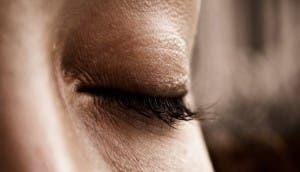 cuidado-ojos-vaselina-1