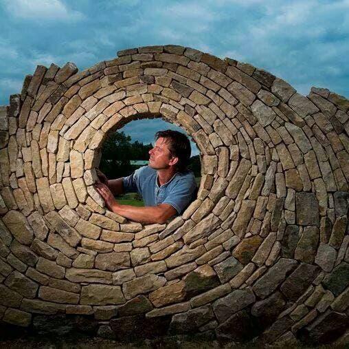 Crea hermosas esculturas de piedras con sus propias manos ¡Este albañil es un artista!