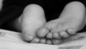 píes-dejar-ninos-descalzos