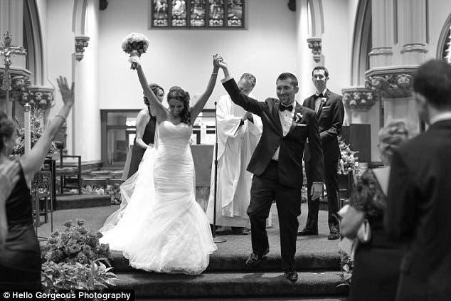 recien-casados-sorprenden-a-su-abuela-antes-de-morir4