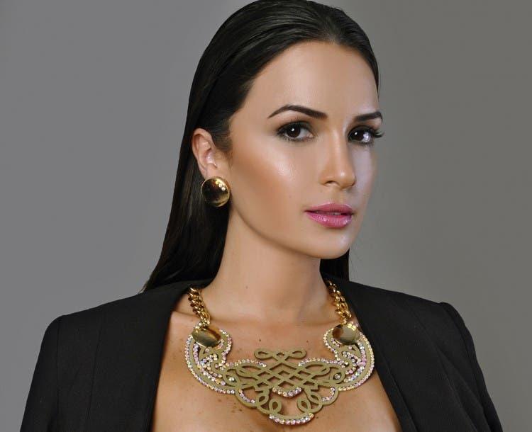 anillos-corcho-joyeria-unica-materiales-innovador-reciclaje-collar