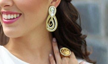 anillos-corcho-joyeria-unica-materiales-innovador-reciclaje-zarcillos-anillo