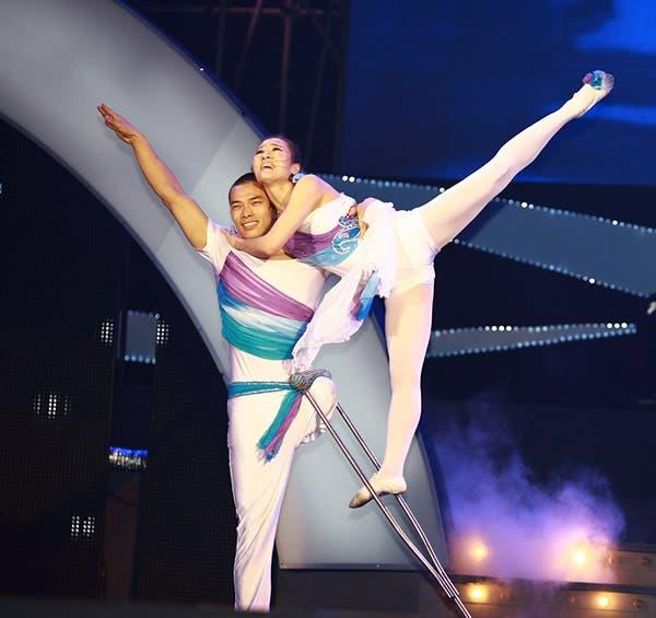 ballet-mano-a-mano-bailarines-discapacitados-sin-brazo-sin-pierna2