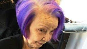 abuela-se-pinta-el-cabello-de-purpura2 - copia