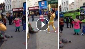 anciana-bailando-calle-reino-unido3