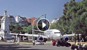 avion-aterriza-medio-ciudad-impresionante-asusta