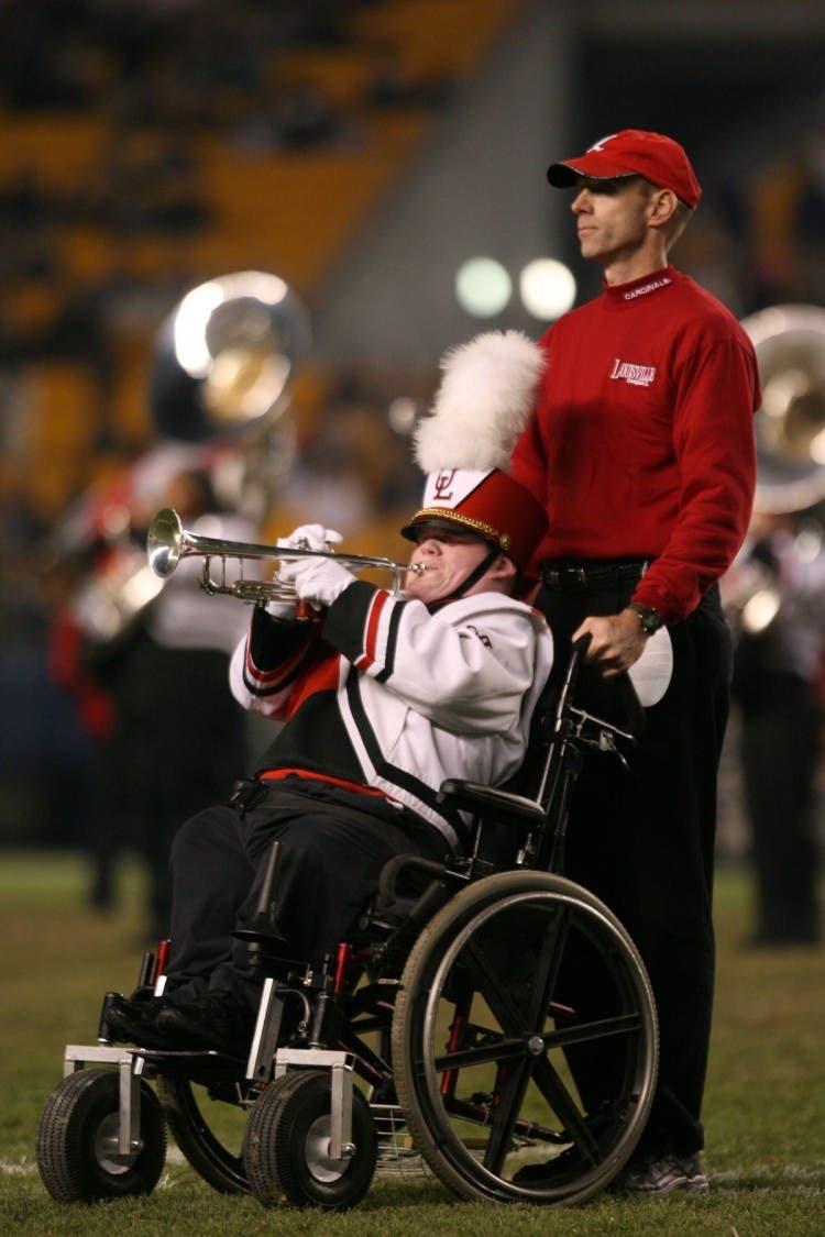 chico-ciego-discapacitado-silla-ruedas-prodigio-musical1