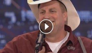 cowboy-vaquero-canta-cancion-sentimental-asombra-audiencia
