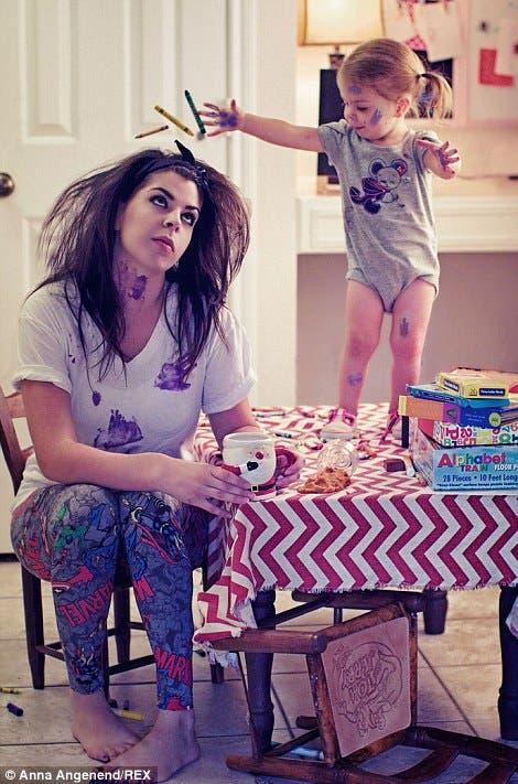 fotos-graciosas-sobre-el-caos-de-la-maternidad-anna-angenend12