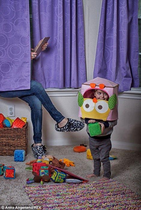 fotos-graciosas-sobre-el-caos-de-la-maternidad-anna-angenend15