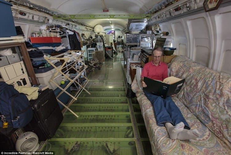 hombre vive en avión 2
