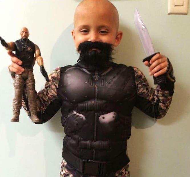 la-roca-ayuda-a-niño-con-cancer4