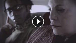 mujer-discrimina-hombre-negro-despreciable-avion-recibe-merecido