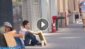 quien-recibe-ayuda-hombre-sin-hogar-muchacho-experimento