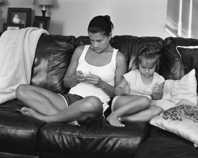 Fotografias-personas-utilizando-sus-smartphones-4