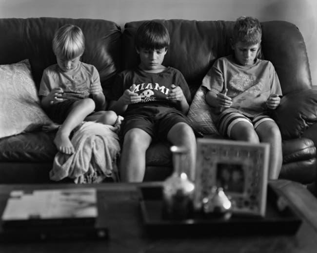 Fotografias-personas-utilizando-sus-smartphones-8