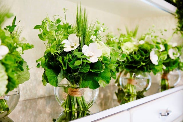 azuma-makoto-vespa-en-tienda-de-flores-11