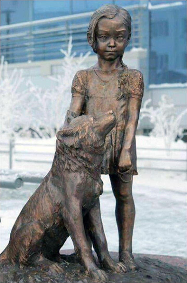 estatua-nina-mowgli-11