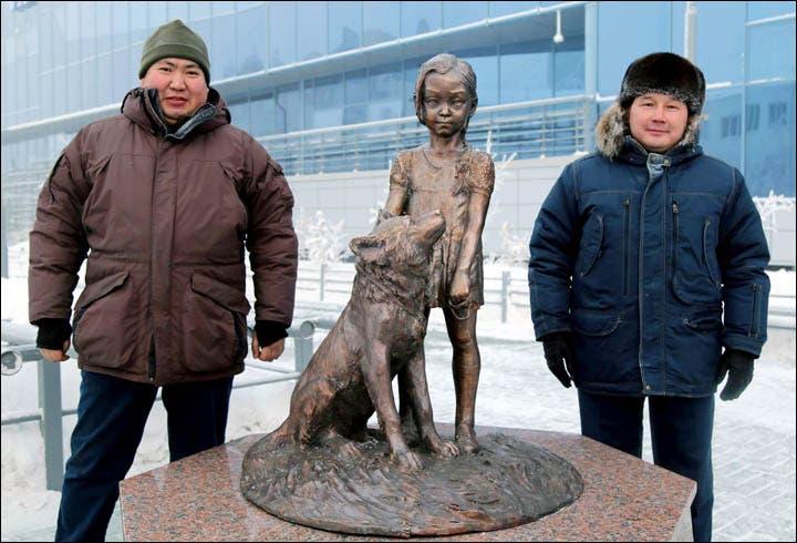 estatua-nina-mowgli-12