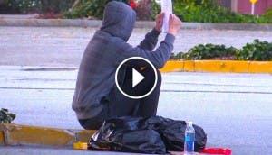 persona-indigente-sin-hogar-realiza-acto-inesperado