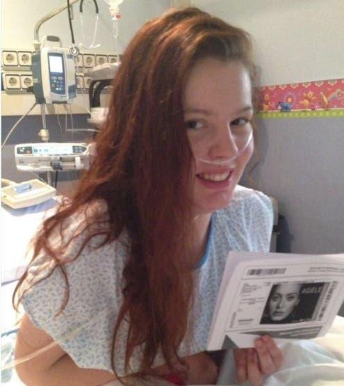 chris-m-visita-chica-en-el-hospital2