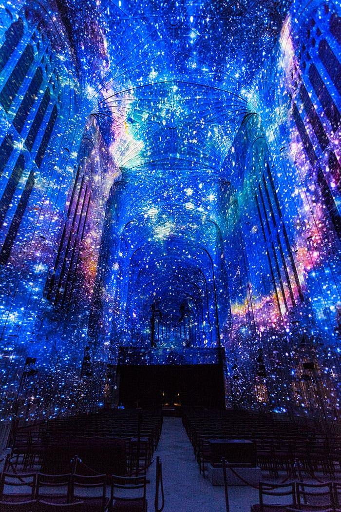 iglesia-cambridge-iluminada-por-miguel-chevalier-1