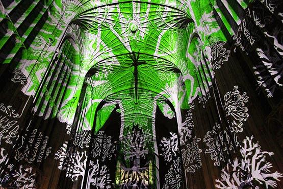 iglesia-cambridge-iluminada-por-miguel-chevalier-12