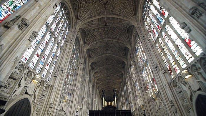iglesia-cambridge-iluminada-por-miguel-chevalier-3