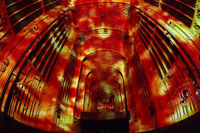iglesia-cambridge-iluminada-por-miguel-chevalier-7