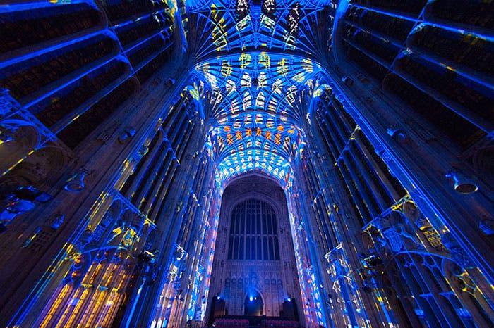 iglesia-cambridge-iluminada-por-miguel-chevalier-8